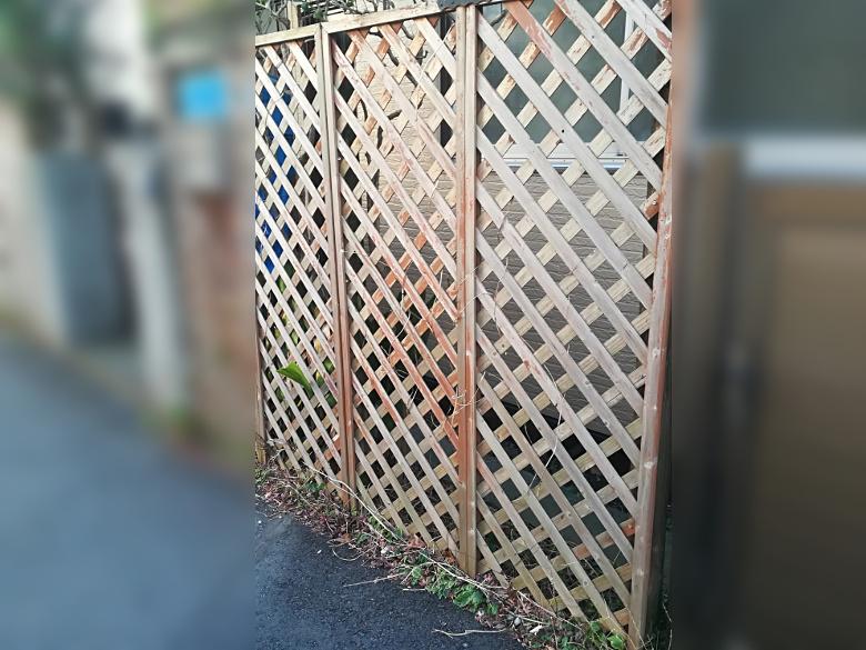 フェンスの街角スナップ